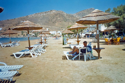 am Strand in Gialos Juni 2003