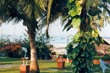 Longhuinos Beach Resort in Colva 2000